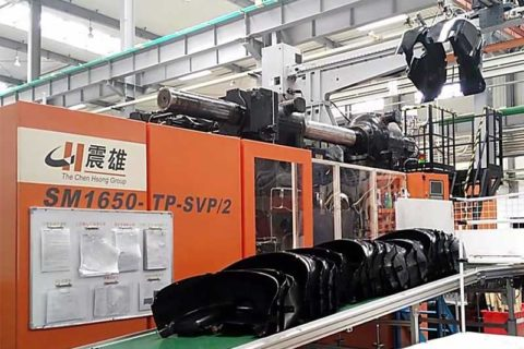 ChenHsong SM1650-TP Injection Molding Machine Producing Volkswagen Protective Guard Video Poster