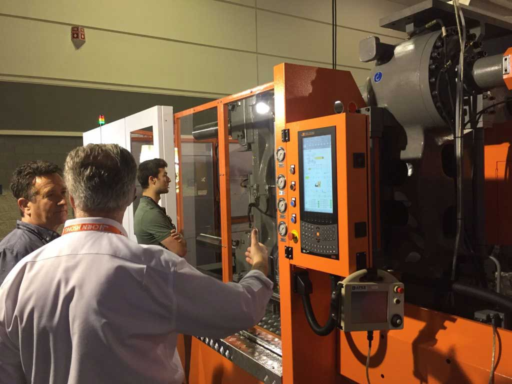 CH-America displays SM700-TP Two-Platen in NPE2018