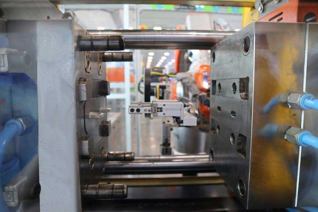Clamping Symstem of high-precision MJ (Minijet) series injection moulding machine