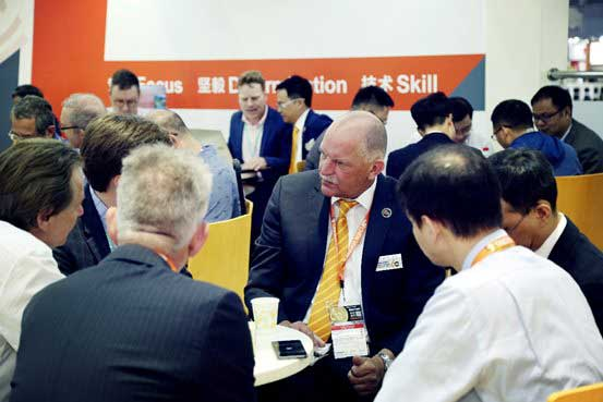 Mr. Corbey, GM of Chen Hsong Europe, with clients in Chinaplas 2018
