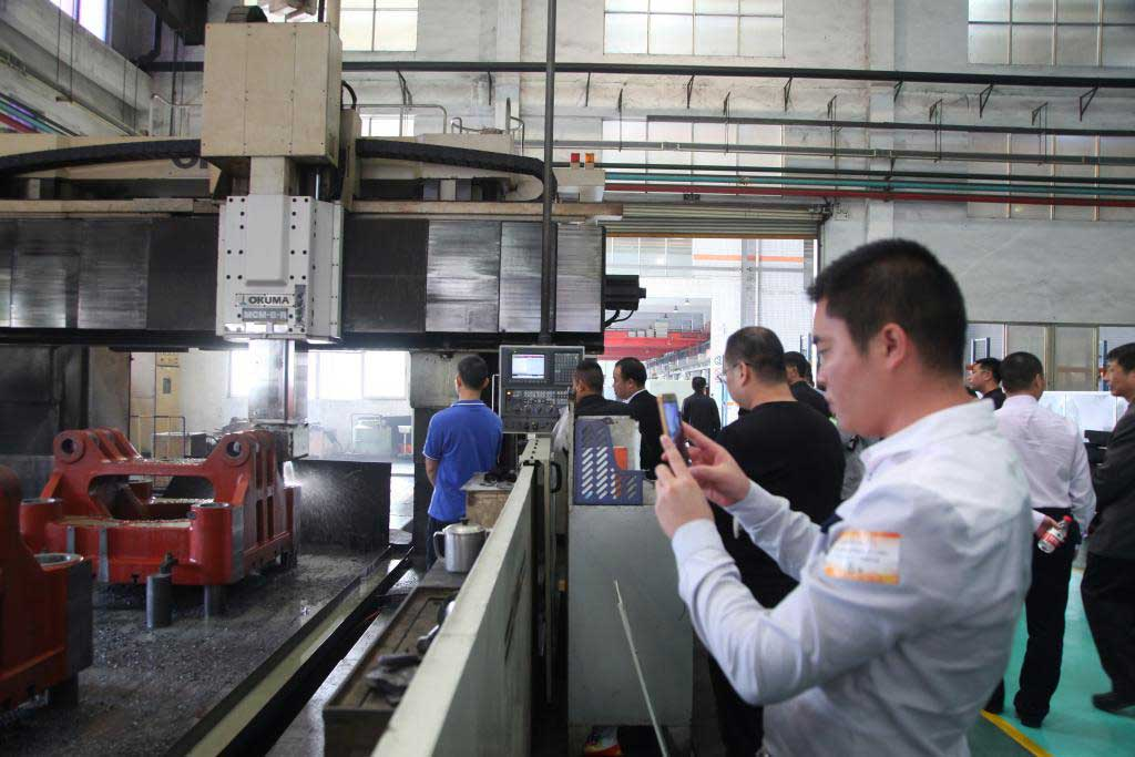 Chen Hsong has invited the guests to visit Chende's Fengxiang factory.