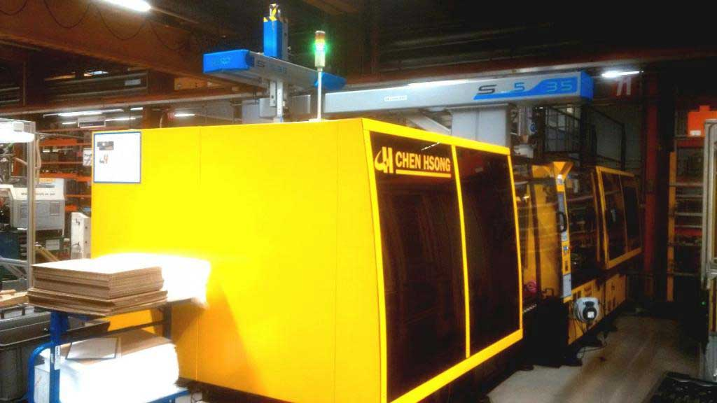 Chen Hsong Euroseries injection molding machine - EASYMASTER EM400-SVP/2