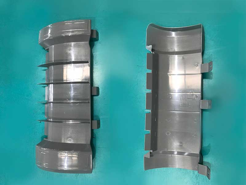 Left and right shroud inner plates for automitive industry are produced by JM650-C3-SVP/2 Injection Molding Machine